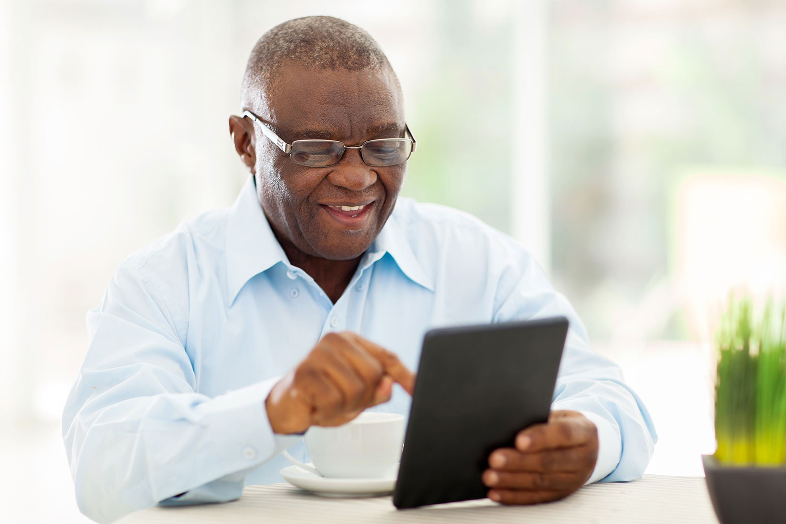 stock-photo-cheerful-senior-african-american-man-using-tablet-computer-at-home-151335656